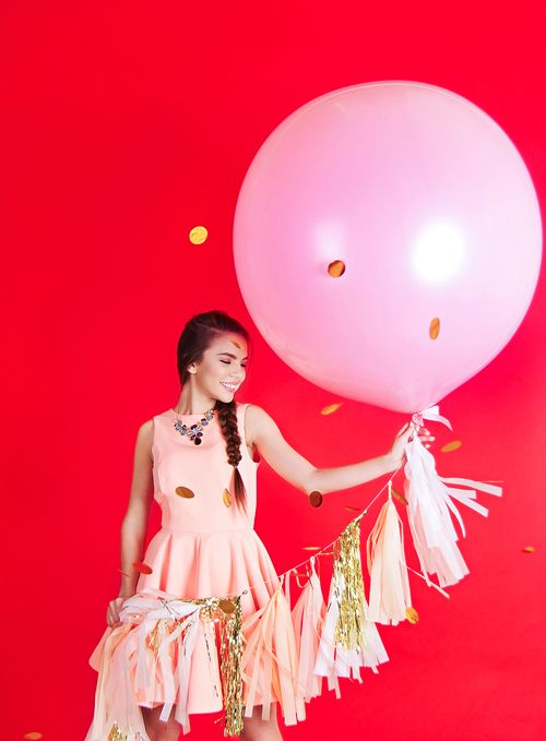 Большой латексный нежно-розовый шар 91 см с тассел гирляндой 1,5 м