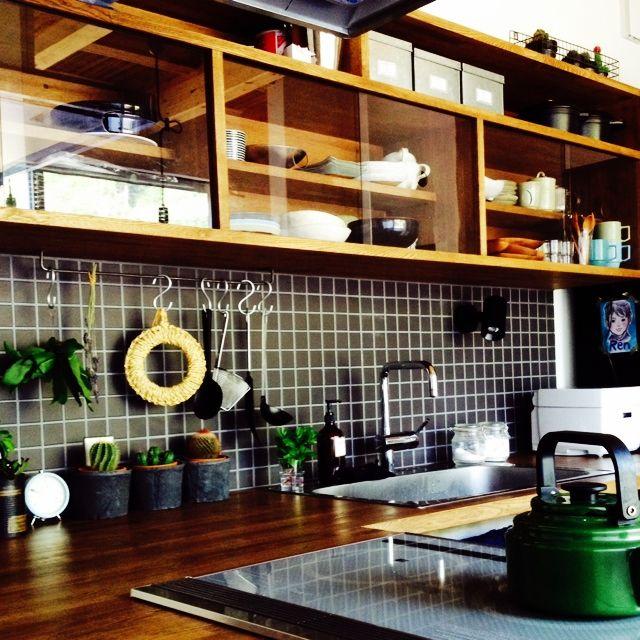 136さんの、モスポット,キッチン収納,タイル,サボテン,多肉植物,男前,キッチン,のお部屋写真                                                                                                                                                                                 もっと見る