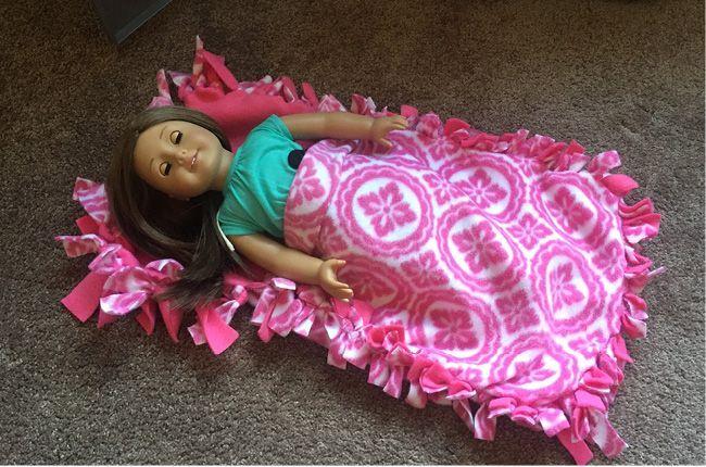 American Girl No Sew Sleeping Bag via @CraftCreatCook1