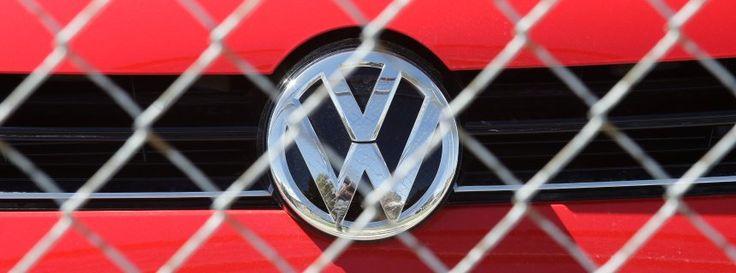 VW hinter Sicherheitszaun: Rückrufaktion geplant http://www.spiegel.de/wirtschaft/unternehmen/volkswagen-konzern-plant-rueckrufaktion-fuer-diesel-a-1054964.html