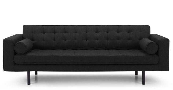 De combinatie van zachte stof en de vorm van de kussens, maakt de Fielding een comfortabele bank waarin je tot rust kunt komen na een lange dag.