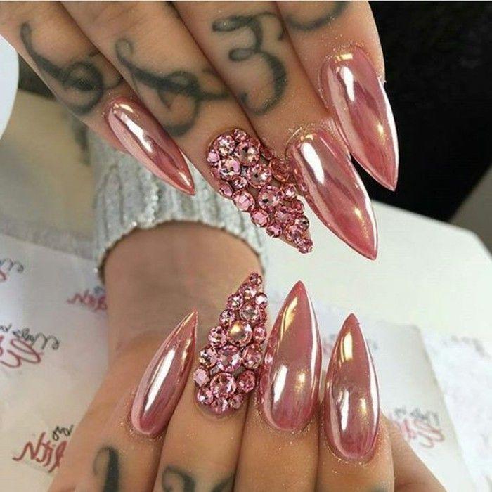 unghie-gel-con-brillantini-tutto-anulare-stesso-colore-smalto-rosa-antico-cangiante