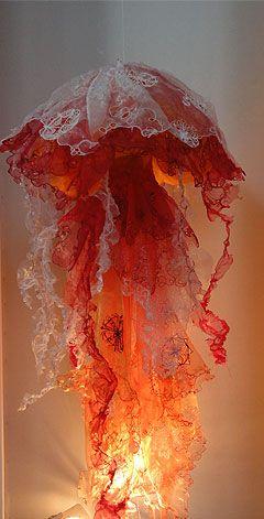 Méduse en dentelles de récupération - Pascaline Rey Paris - Exposition de dentelles - Salon l'Aiguille en fête 2011 - La Villette