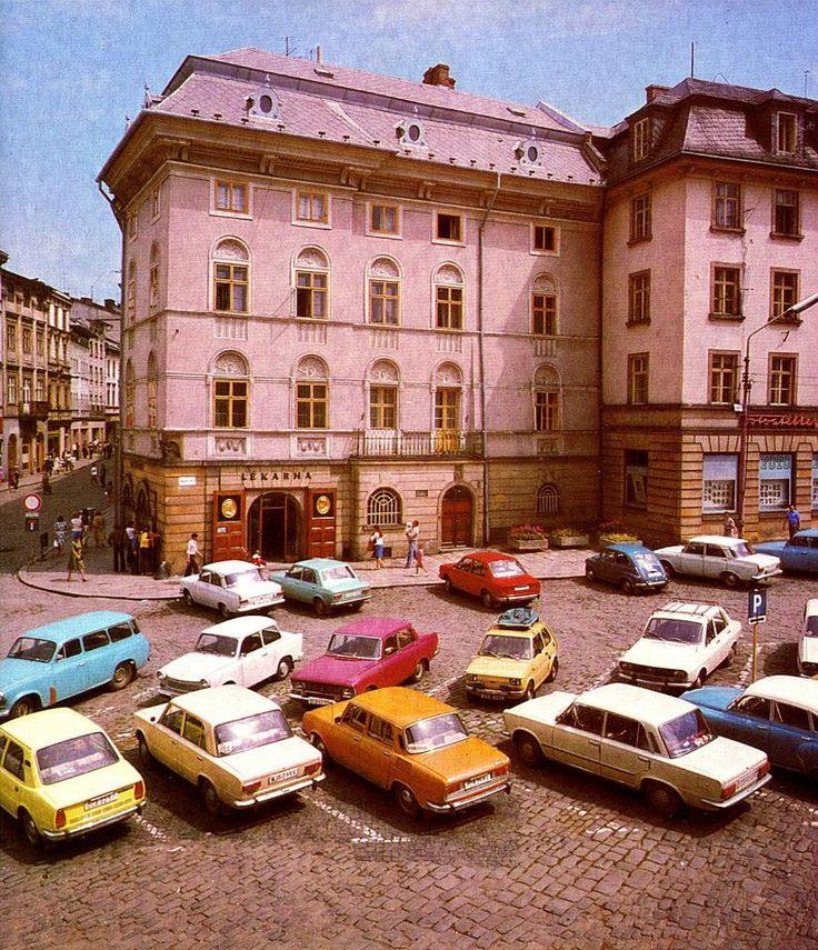 OLOMOUC Náměstí Míru v roce 1980 na fotografii Antonína Gribovského