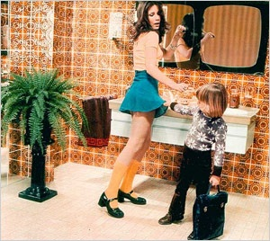 På 70-talet var det lite mer okej att barn kollade vad mamman hade under kjolen.