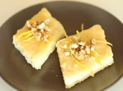 Sütlü ve limonlu irmik tatlısı yapmak isteyenler resimli anlatım sayesinde kolay yoldan ve rahatlıkla yapabilirler...