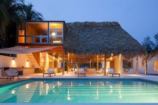 Casa de playa en un rancho de diseño: piscina