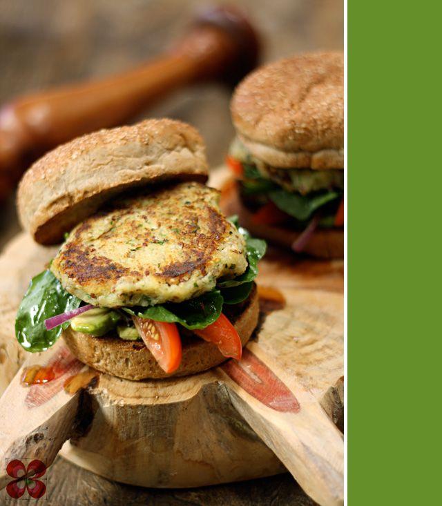 Hambúrguer vegano de batata doce com quinua ( Sweet potato and quinua vegan burguer)