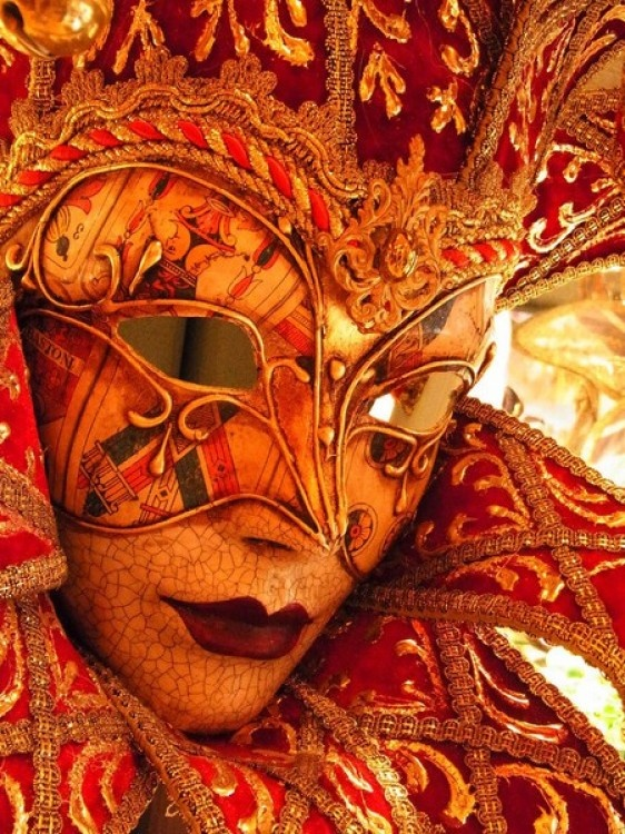 Maschera Veneziana. A carnival mask worn to have fun. Love the cards design around the eyes and the rich gold roping.