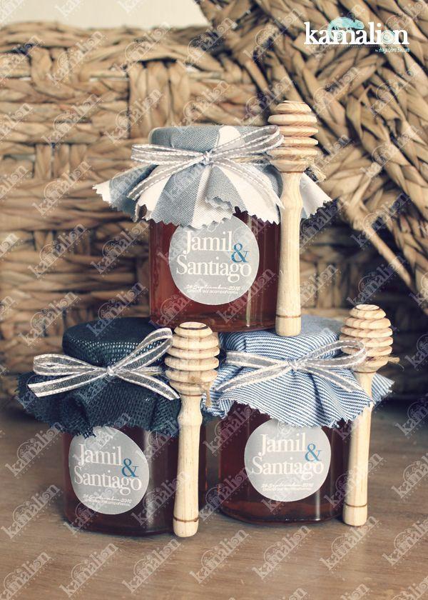 www.kamalion.com.mx - Recuerdos / Giveaways / Favors / Detalles Personalizados / Vintage / Bautizo / It's a boy / Azul / Blue / Miel de abeja / Honey jar / Frascos / Tarros / Gris.