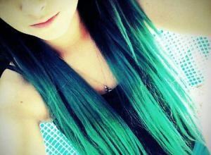Hairstyle Fudge Lookbook - sfumature blu e verdi su capelli lunghi