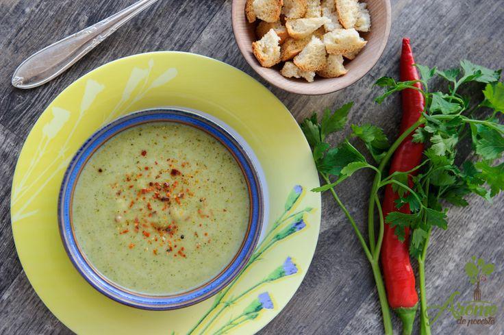Imi plac supele crema pentru ca sunt satioase si gustoase :) iar azi a venit randul celei de broccoli. Ne place sa servim supa crema de broccoloi cu paine prajita, data cu usturoi sau doar…