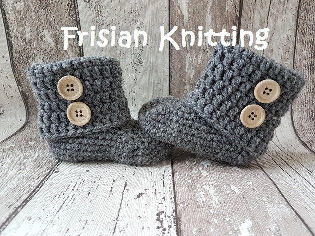 Crochet baby booties, baby uggs, gehaakte baby slofjes, baby shoes, baby schoentjes, new born gift door Frisianknitting op Etsy