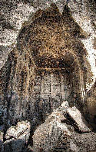 Mahkemeağacin köyü/Kızılcahamam/Ankara/// Köy merkez olmak üzere 3 km alanındaki bir yarıçaptaki bir alanda çok sayıda kültürel jeosit (mağara, yerleşim yeri, kilise….)var.