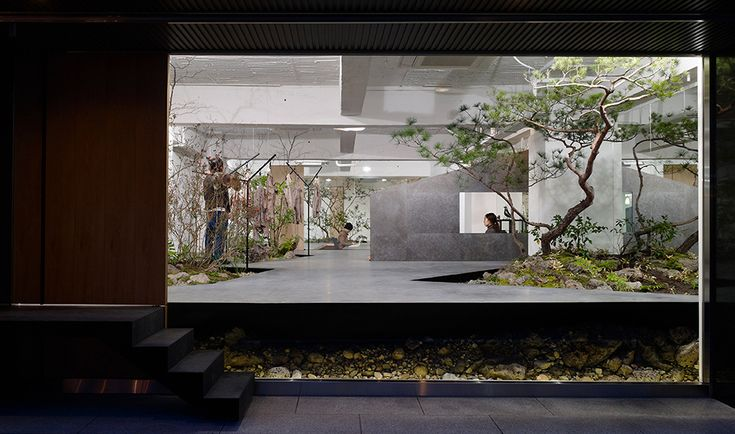 Natural Feel Love for Nature: Open Space Showroom Integrates an Interior Garden