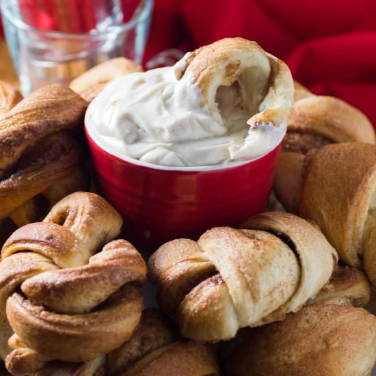 Cinnamon Knots With Cream Cheese Dip