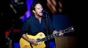 Eddie Vedder unveils his first confirmed tour dates of 2017 – a solo excursion through Europe in late spring/early summer. The Pearl Jam frontman won't truly be on his own because he's bringing along Glen Hansard as his special guest. 846538