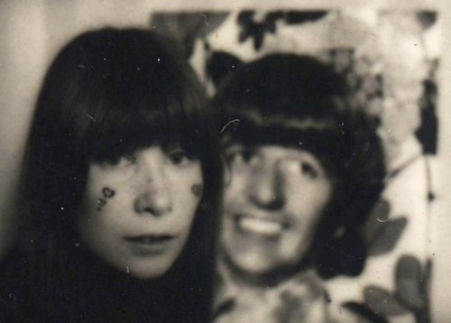 This pretty girl here is Rita Lee. In the 60s, she was in a great brazilian band called Os Mutantes. If you don't know them, you should. (Ringo)  Veja também: http://semioticas1.blogspot.com.br/2012/02/ovelha-negra.html