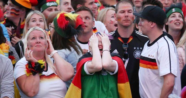 Aus der Traum: Dieser deutsche Fan ist beim Public Viewing auf dem...