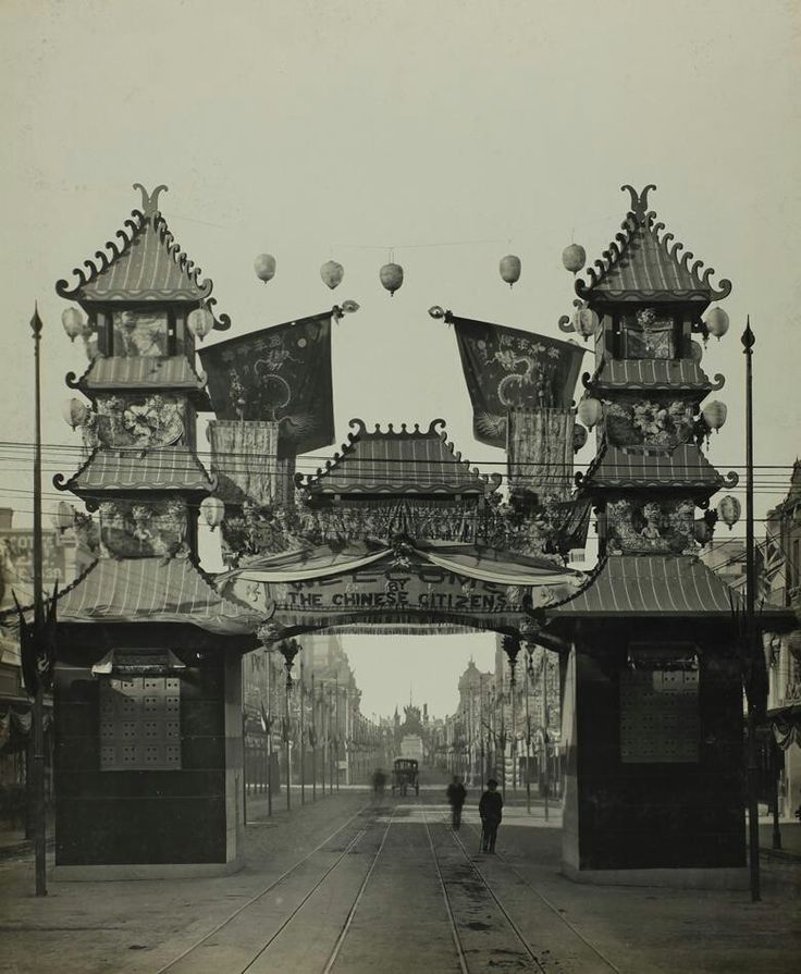 "The Chinese Citizen's Arch,Swanston St,Melbourne,at the time of the Federation celebrations in May 1901.The Arch bears the inscription ""Welcome By the Chinese Citizens"" and is adorned with Chinese symbols which include the Chinese dragon and hanging dragons.A♥W"