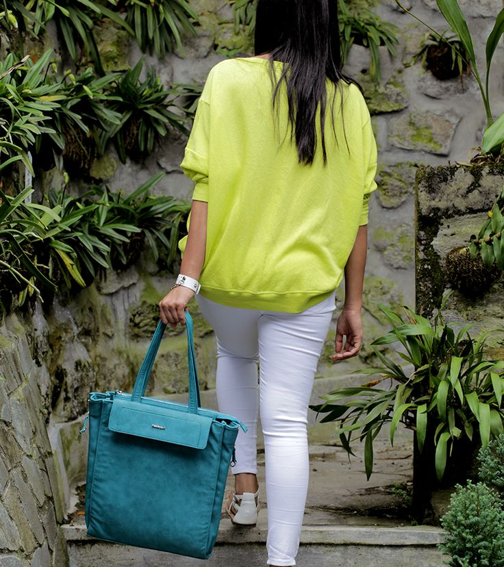 STEP UP THE STYLE WITH TEAL TOTES AND NEON NOTES.  #FastrackBlog #Blue #Bag