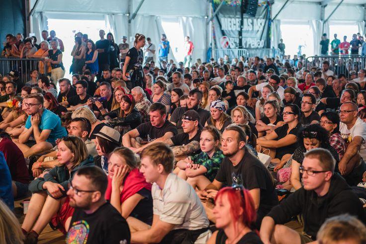 Woodstockowicze przysłuchiwali się uważnie wszystkim gościom zeszłorocznej Akademii Sztuk Przepięknych. Mamy nadzieję, że w tym roku spotkania będą się cieszyć nie mniejszym zainteresowaniem! Fot. Robert Grablewski