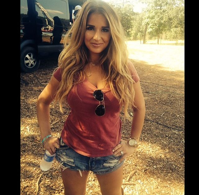 Jessie James Decker, love the look if I was skinny!