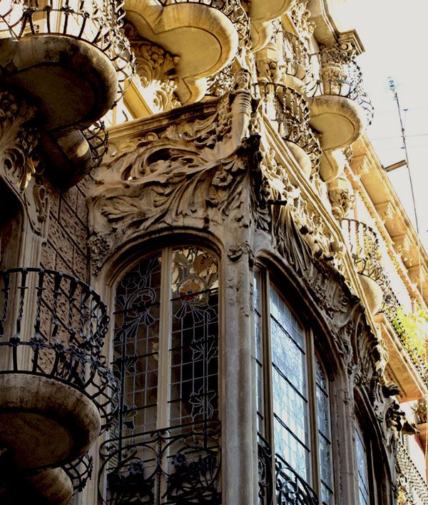 Barcelona architecture. Breathtaking!!! The detail in these buildings is so incredible!!! Love them!!