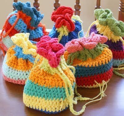 Free Crochet Pattern For Gift Bags : Sweet Lil Crocheted Treasure Bags: free pattern ??Teresa ...