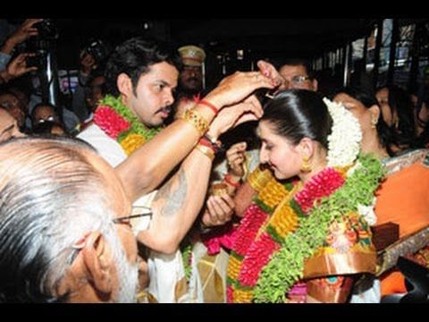 Controversial former India pace bowler S. Sreesanth tied the knot with a girl from the Jaipur royal family, a jewellery designer by profession, at the famed Guruvayoor Sree Krishna temple in Kerala.
