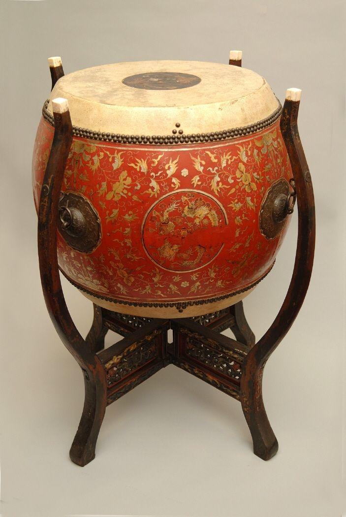 Tanggu, tipo de tambor que se usaba en rituales religiosos. #Música #Instrumentos #MNAD