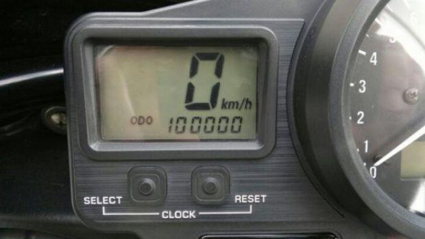 Foto del giorno: Yamaha YZF-R1 con 100.000 km