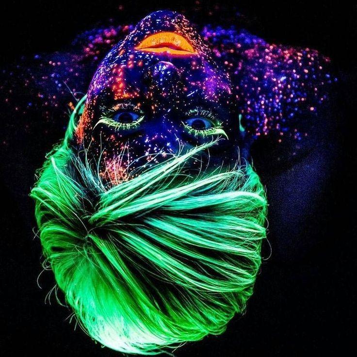 Неоновые волосы или флуоресцентная краска, которая сделает вас звездой любой вечеринки