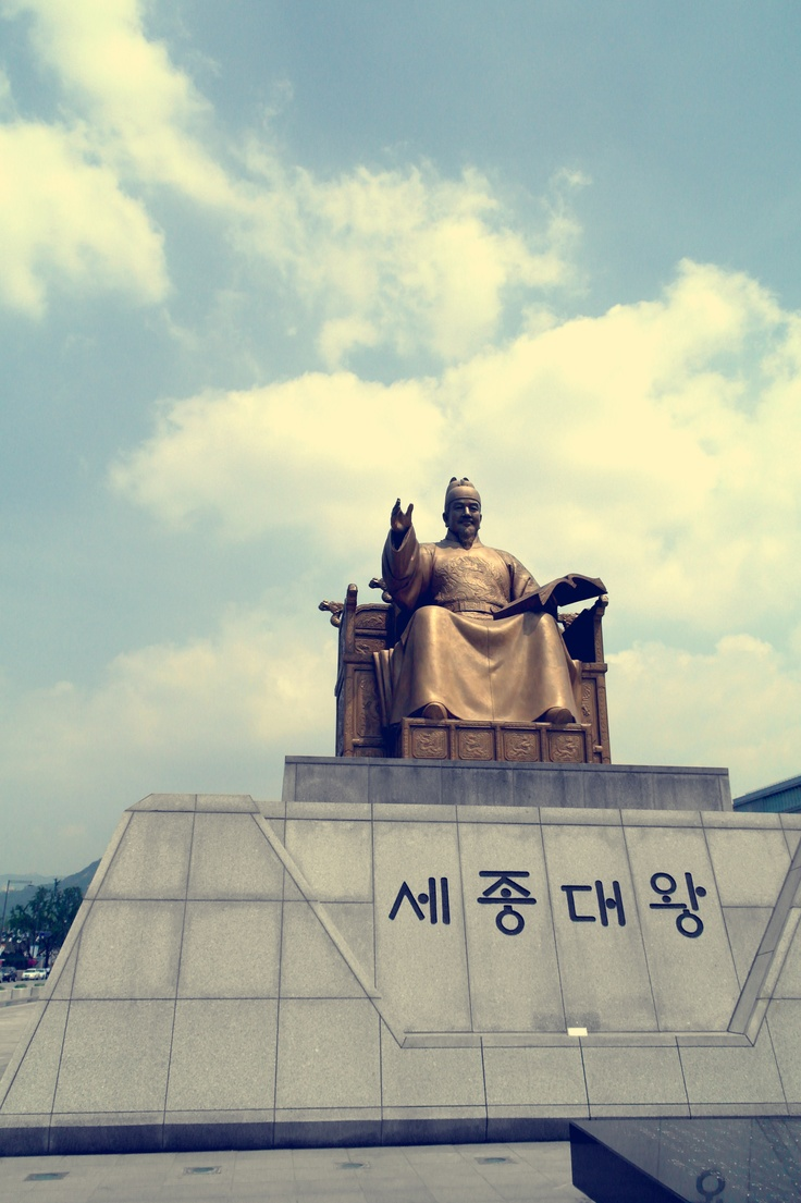 In Kwanghwamoon Square,  Statue of King Sejong who made Hangul.