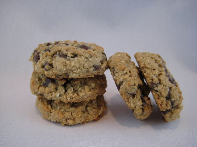 Low(er) Fat Oatmeal Chocolate Chip Cookies by NoshWithMe, via Flickr