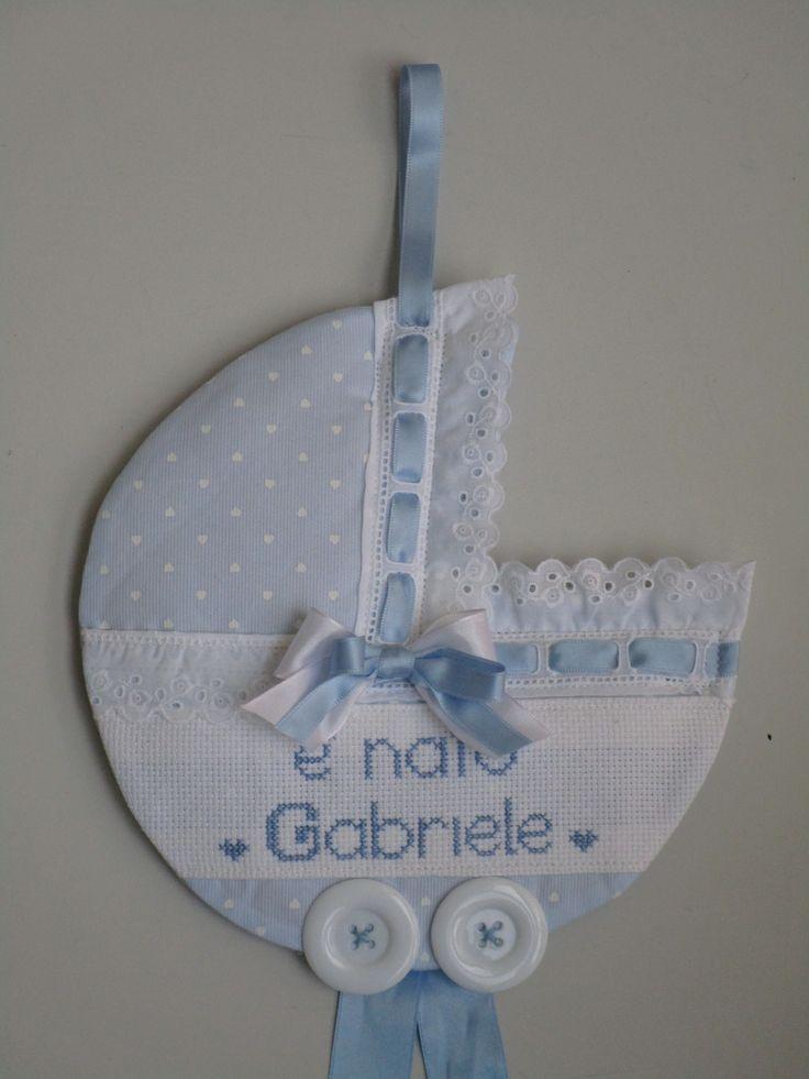 carrozzina personalizzabile con il nome  del bebe a punto croce e con altri tessuti