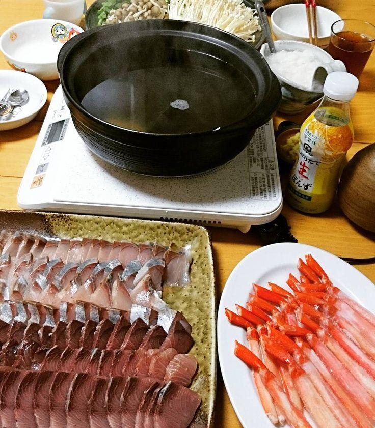 今日はブリカニしゃぶ子どもたちはそうめんしゃぶしゃぶが気に入ったらしく味噌汁の味噌を溶く柄付きのザルでラーメン屋さんみたいに湯切りしてとっても楽しそうだった Today's dinner is yellowtail and crab shabu-shabu! Shabu-shabu is a Japanese dish a type of hot pot.  #料理 #手料理 #家庭料理 #おうちごはん #うちごはん #ごはん #ご飯 #しゃぶしゃぶ #鰤 #ぶり #ブリ #蟹 #かに #カニ #Japan #cooking #homecooking #food #foodie #foodporn #foodstagram #instafood #yum #yummy #delicious #tasty #shabushabu #yellowtail #crab