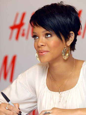 Rihanna Debuts New Short Haircut At Vma Rehearsals 美