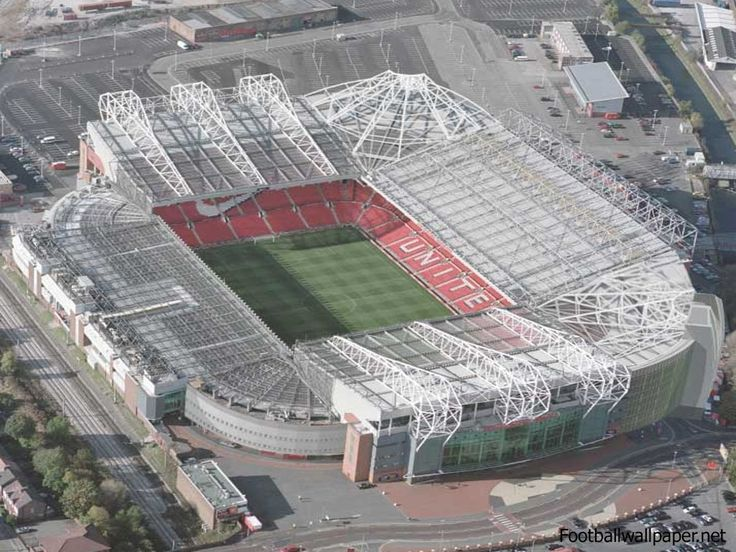 Old Trafford - one of my fav places - love the new pedestrial football forecourt!
