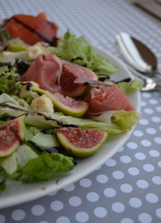 Fresh fig and prosciutto salad