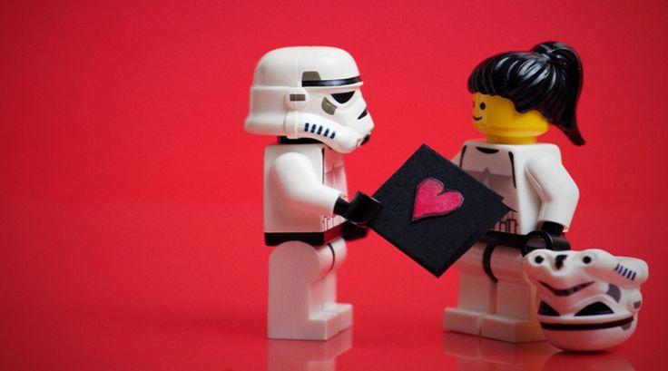 I migliori regali Geek per San Valentino | idee e gadget geek Una lista dei più bei regali geek per San Valentino, dove potrai trovare le migliori idee geek e nerd per soddisfare il tuo partner. All'intero troverai fantastici gadget geek e idee regalo nerd per  #regaligeek #geek #nerd #sanvalentino