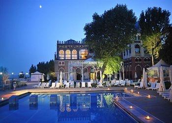 Hotel Excelsior Venice (Venice, Italy) | Beachfront