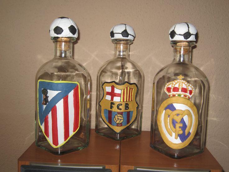 botellas decoradas con el escudo de el equipo que quieras