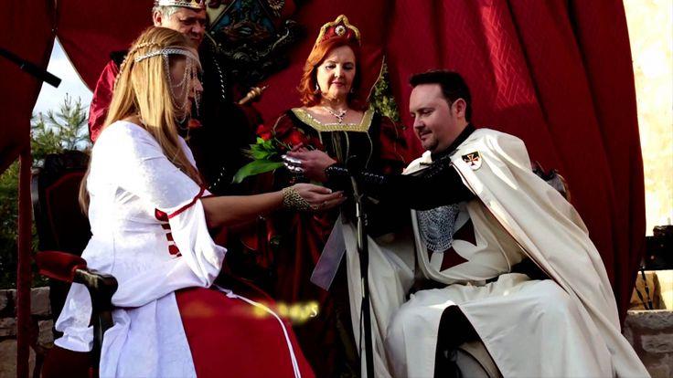 Bodas y matrimonios en la edad media La magia de las bodas en la edad media han dado un toque muy especial, pero lo que poco se sabe es, que los matrimonios no era una celebración igualitaria, pues dependiendo del estatus social era como se llevaba a cabo dicha celebración. ¿Qué diferencias había?