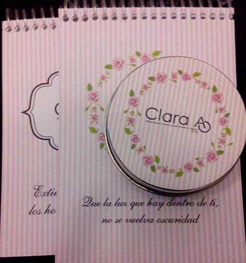 Pastilleras románticas haciendo conjunto con block de notas