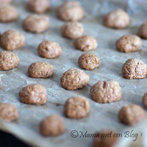 Zelf Kruidnootjes maken, lekker en snel recept! http://mamameteenblog.nl/zelf-kruidnootjes-maken/
