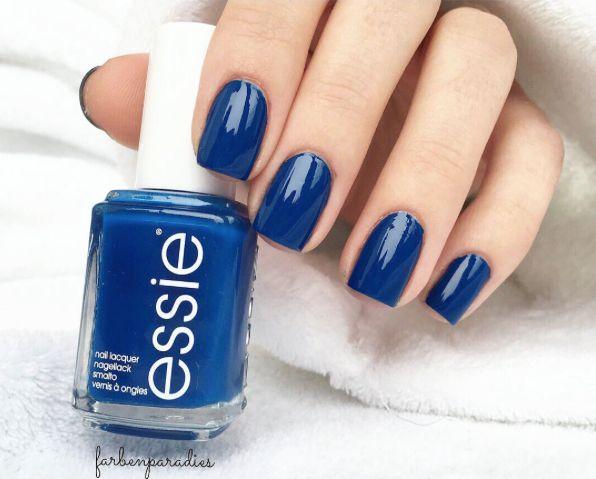 Hypnotic, royal va-va blue nail polish never fails to charm -- we're absolutely mesmerized.