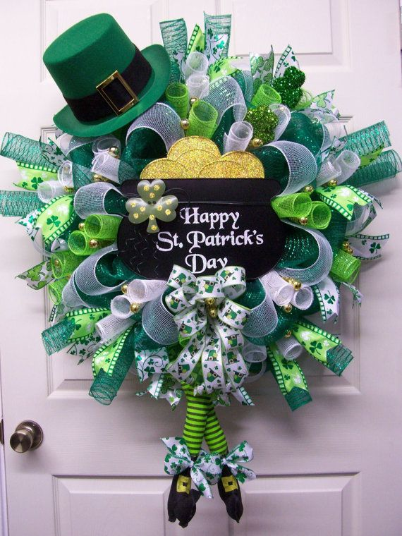 St. Patricks Day Celebration Wreath, St. Pattys Wreath, St. Patricks Day Wall Décor, St. Patricks Day Gift What a way to welcome all your guests with Pot of Gold