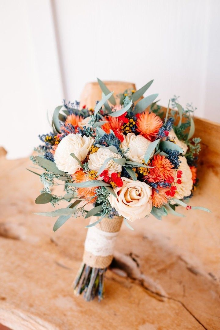 This coral rustic bouquet is just gorgeous!