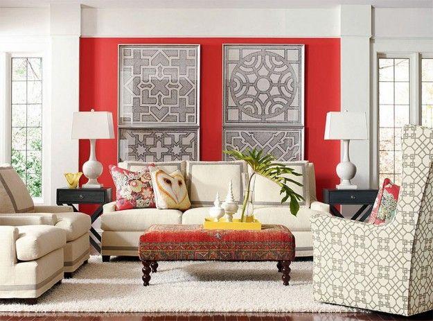 Parete rossa e divani chiari - Come abbinare il divano alle pareti rosse.